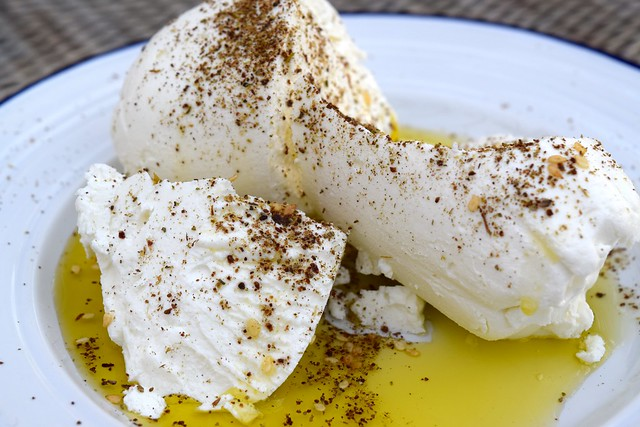 How To Make Your Own Labneh with Olive Oil & Za'atar | www.rachelphipps.com @rachelphipps