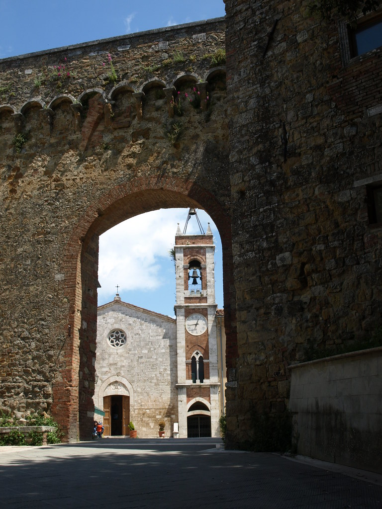 San quirico d 39 orcia val d 39 orcia italy around guides - Porta castellana montalcino ...