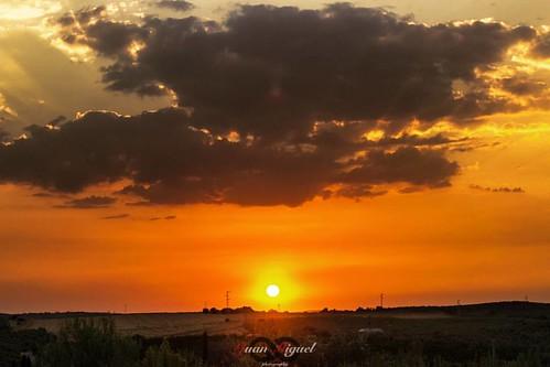 - Ocaso -   El ocaso es más hermoso cuando tu estás a mi lado.   #sunsets #sunset_madness #spain #paradise #natureaddict #landscapes #nakedplanet #traveltheworld #travelgram #instatravel#mytravelgram #wonderful_places #worldtravelpics #worldcaptures #doyo