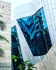 #traditional reflected in the #modern #architecture #frankgehry #mumbai #TextilesHouse