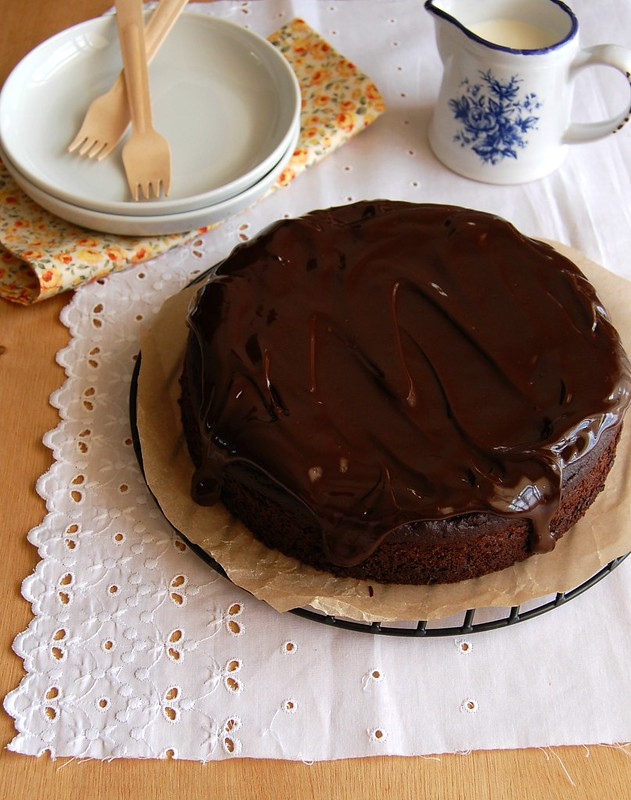 Chocolate, coconut and banana cake / Bolo de chocolate, banana e coco