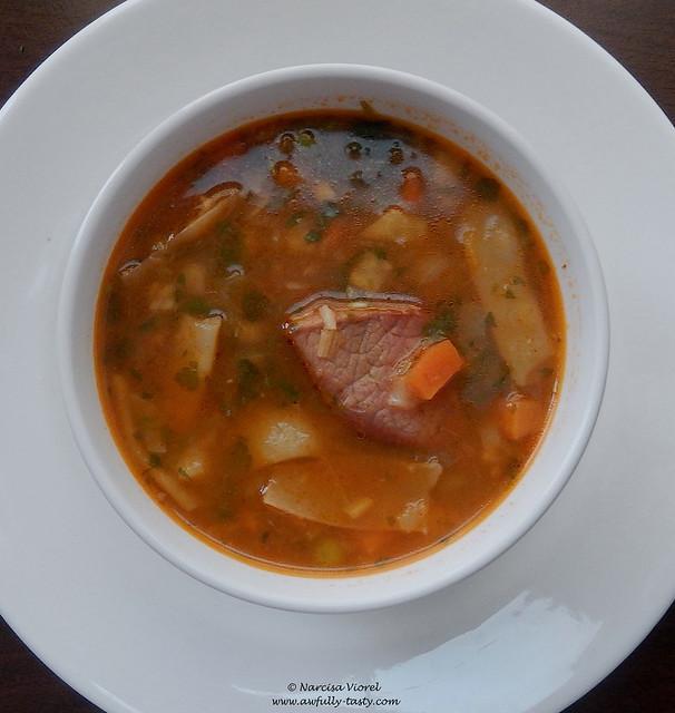 Ciorba de porc cu legume si leustean
