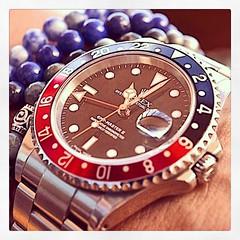 Ayer tocó el negro; hoy el rojo con azul! Cuál les gusta más? #rolex #watches #relojes #male #malefashion #maleaccesories #WandererabovetheSeaofFog