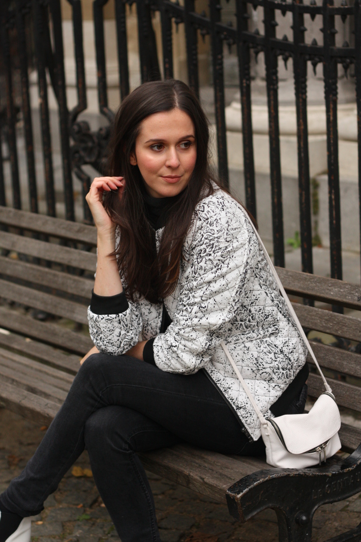 outfit bomber jacket black and white