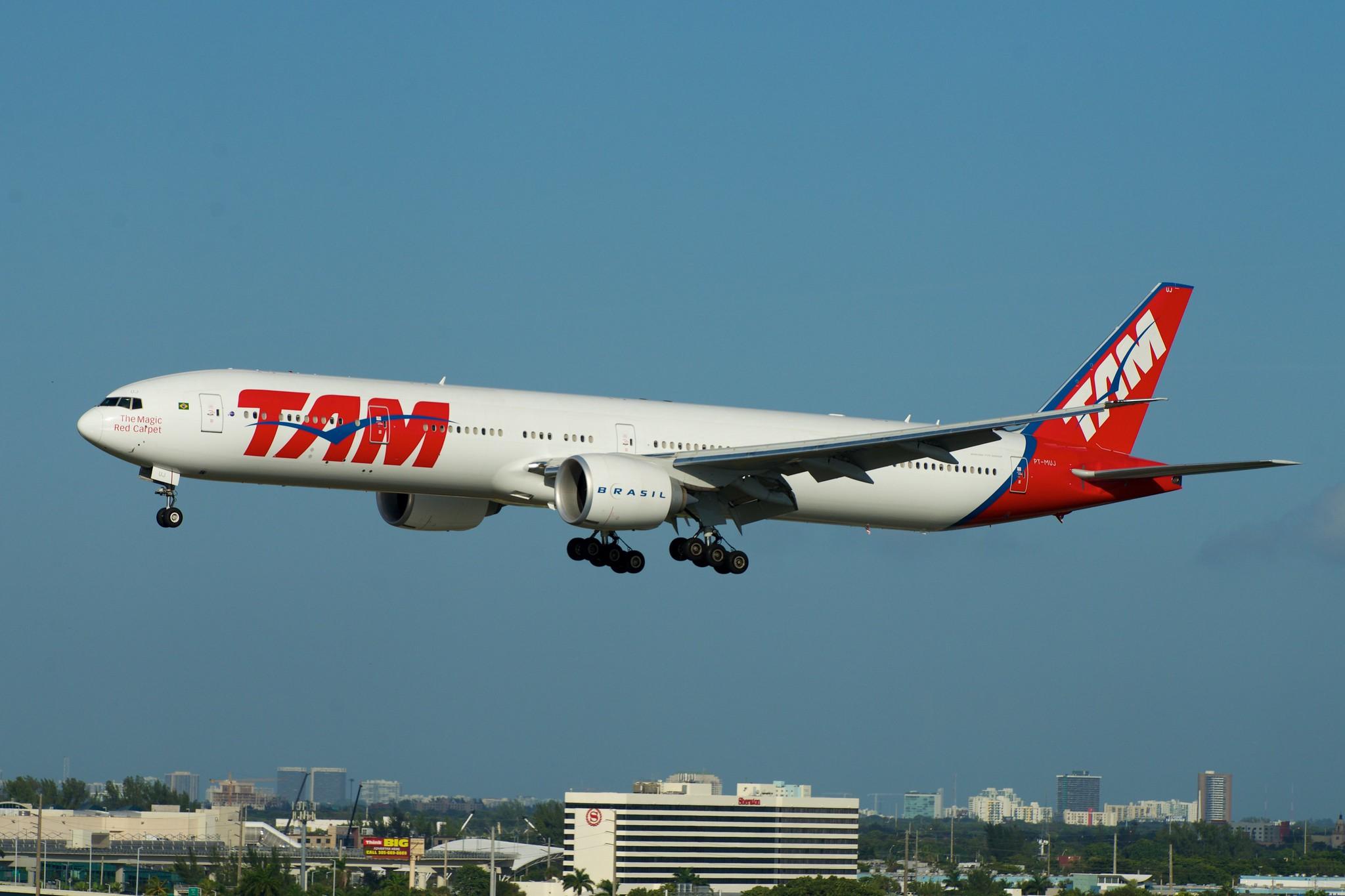 TAM Brazil Boeing 777-300ER PT-MUJ
