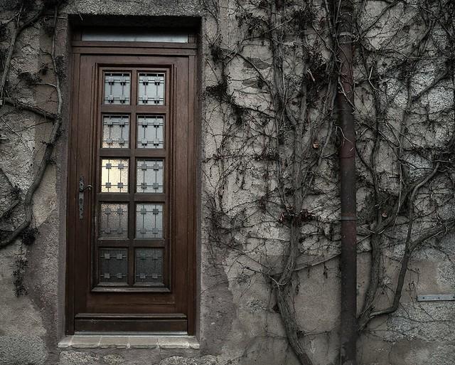 2731 The door
