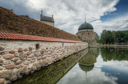 trees windows castle history water rock stone wall architecture clouds reflections landscape daylight shadows exterior sweden towers dome historical sverige fortress renaissance hdr vänern pans vadstena