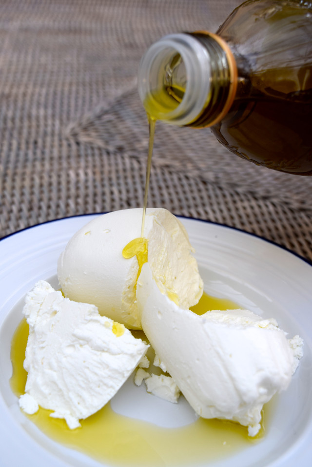DHow To Make Your Own Labneh | www.rachelphipps.com @rachelphipps