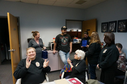 Speedway Police Citizens Academy Gives Gift Cards to SPD