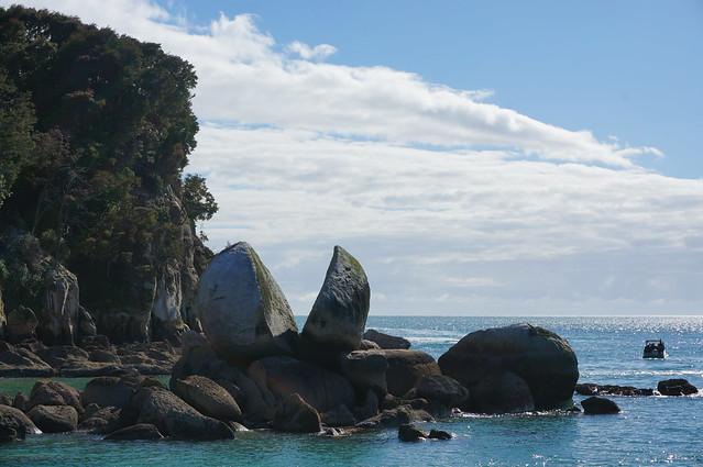Split Apple Rock is a landmark in Abel Tasman