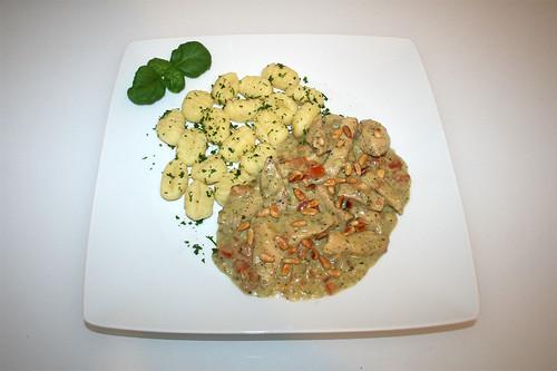 49 - Turkey chop in basil cream - Served / Hähnchengeschnetzeltes in Basilikumrahm - Serviert