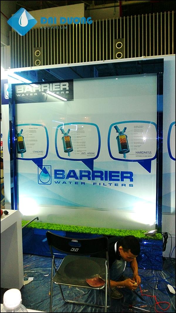 Thác nước trên kính tại hội chợ quốc tế