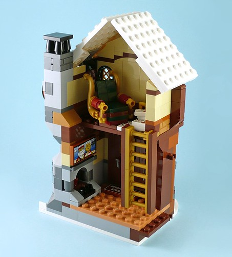 LEGO 10245 Santa's Workshop 16