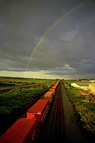 rainbow rainbows csx cloudsandsky northeastpennsylvania containertrains csxtrains csxeriewestsubdivision csxintermodaltrains bortroad