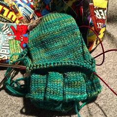 It has been a long day but so happy to be spending my evening #knitting for hubby while catching with @knittingden and @knittinginstitches #lastmingiftkal ps my poor colourblind hubby has just realized he picked green. To late.