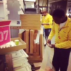 IKEAmannen i hjemsendingsskranken hadde aldri sett så stor hjemsending før. 344 varer plukka jeg i dag. #anotherdayanotherfirst