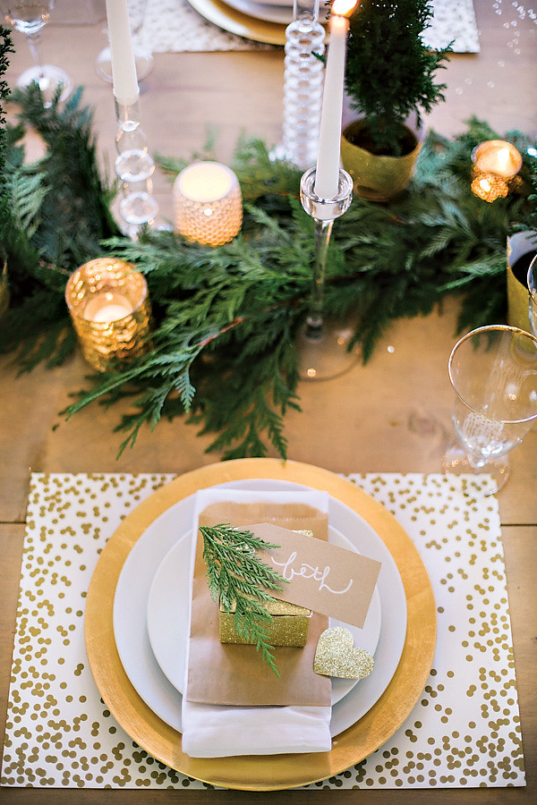 8 gold-glitter-white-holiday-party-table