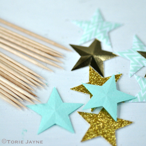 Making star cake toppers