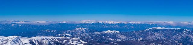 眼下の車山・美ヶ原と雪雲の北アルプス@方位盤