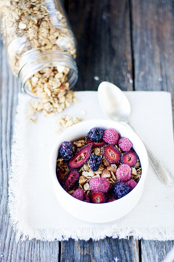 simple homemade granola recipe | welldfloured.com #granola
