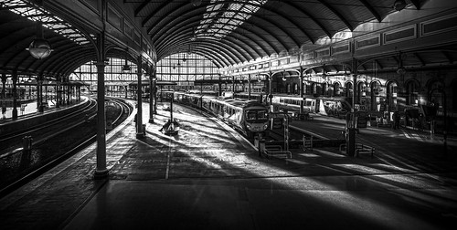 light sunset station train newcastle central dramatic beams tyneandwear
