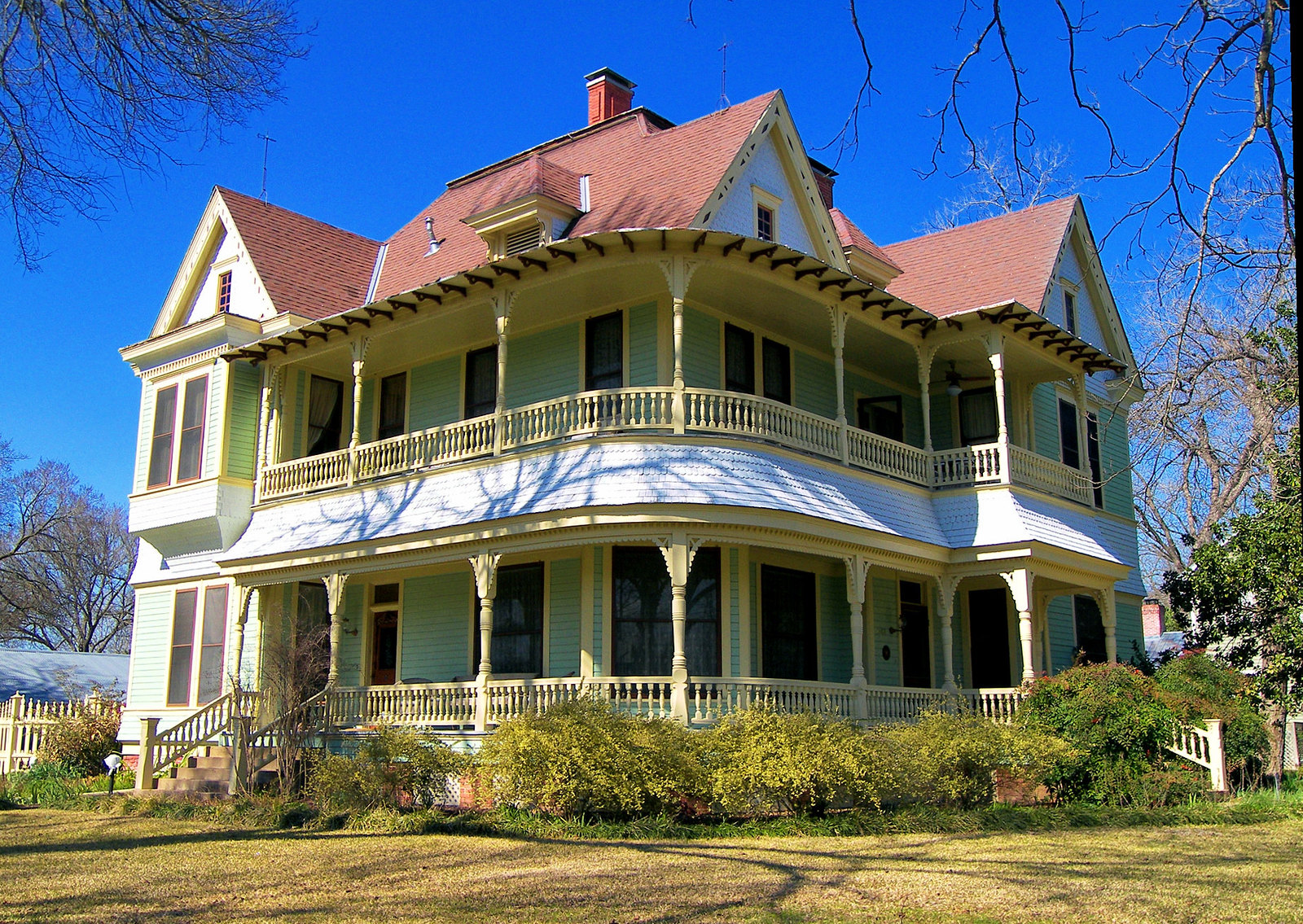 10 historic victorian homes from the great state of texas for Home builders bastrop tx
