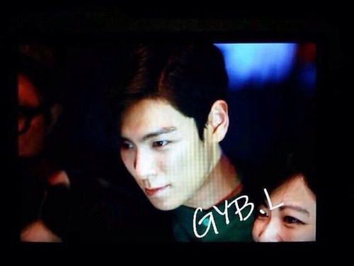 TOP-stagegreeting-premiere-HongKong-20140927_(12)