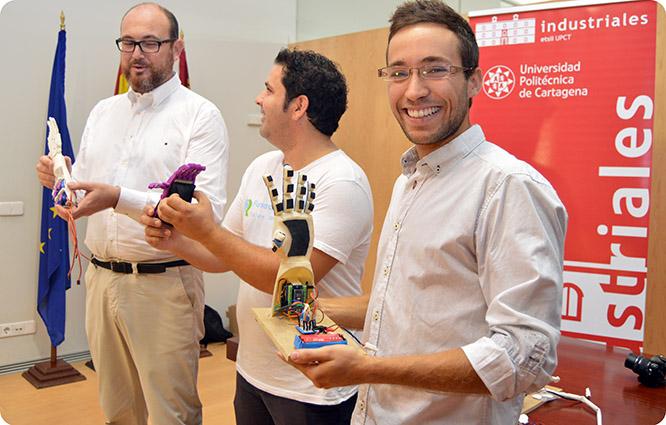 Crean unas manos biónicas low-cost mediante impresión 3D