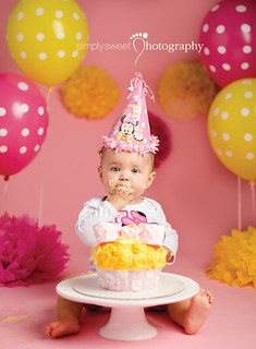 Minnie Mouse 1st Birthday Cake Smash | Kissimmee Florida Photographer