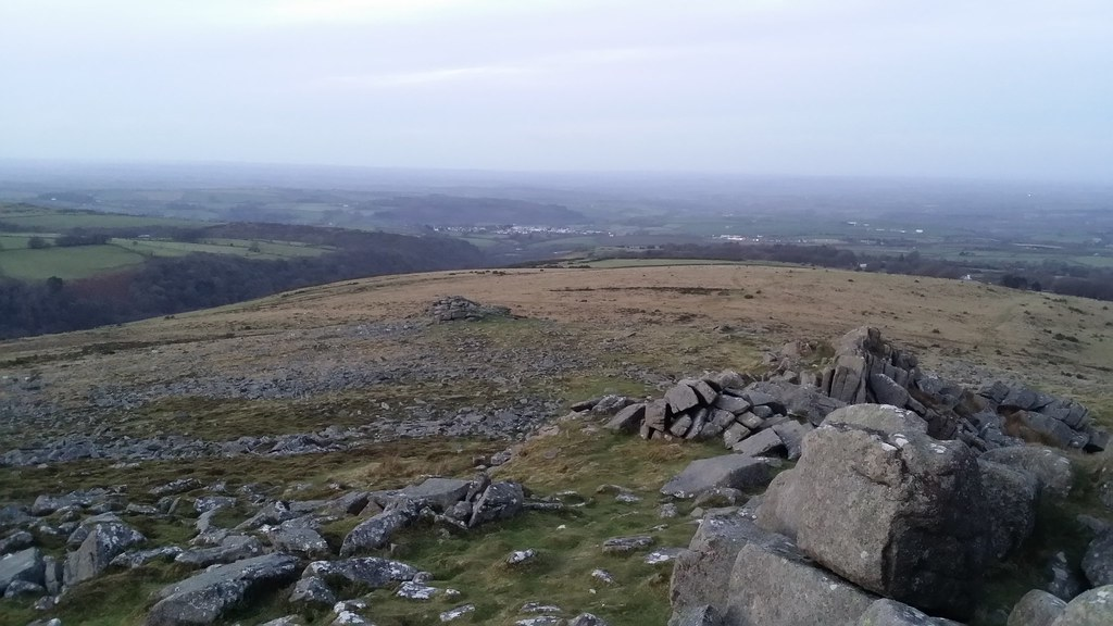 Looking down to Tors End #dartmoor #sh