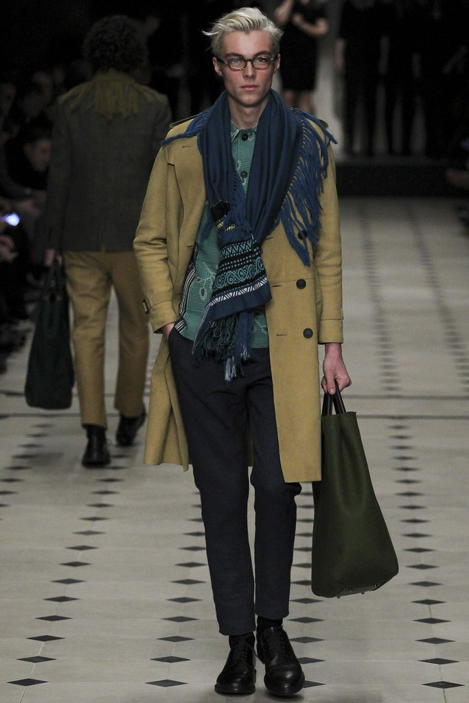FW15 London Burberry Prorsum005(VOGUE)