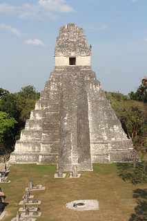 Imagem de Temple I perto de Tikal. city heritage architecture stairs temple site nationalpark rainforest ruins shrine king pyramid maya guatemala teotihuacan capital tomb steps kingdom unesco worldheritagesite staircase tikal temples limestone pyramids underworld britishmuseum monuments unescoworldheritage tombs palaces throne precolumbian rulers lintel worldheritage stepped lowland 2014 worldheritagelist archaeologicalsite urbancenter roofcomb ancientcity maudslay steppedpyramid unescoworldheritagelist jaguarthrone lintels mayanpyramid templei mayapyramid tikalnationalpark greatplaza elpetén classicperiod funerarytemple mayacivilization monumentalarchitecture mayaarchitecture greatjaguar templeofthegreatjaguar ancientmaya ahcacao mesoamericanpyramid peténbasin templeofahcacao steppedlevels jasawchankawiil lowlandmaya conqueststate peténstyled yikinchankawiil funeraryshrine