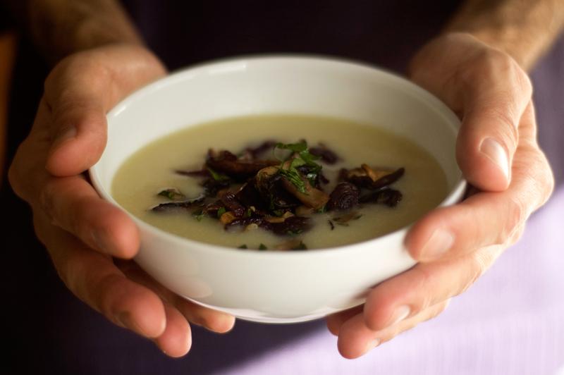 Sopa de aipo e cogumelos