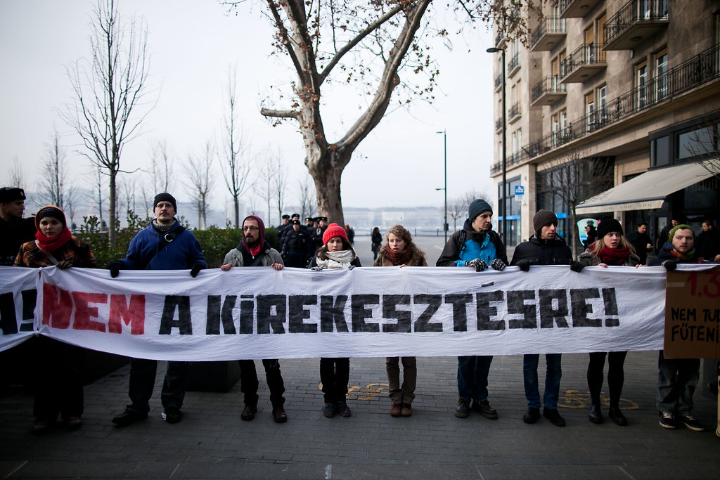 Civilek tüntetése a költségvetés ellen