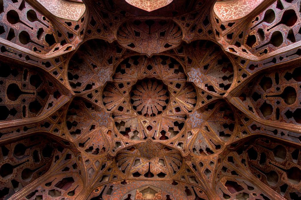 Ceiling of Alighapu, photo by Mohammad Reza Domiri Ganji