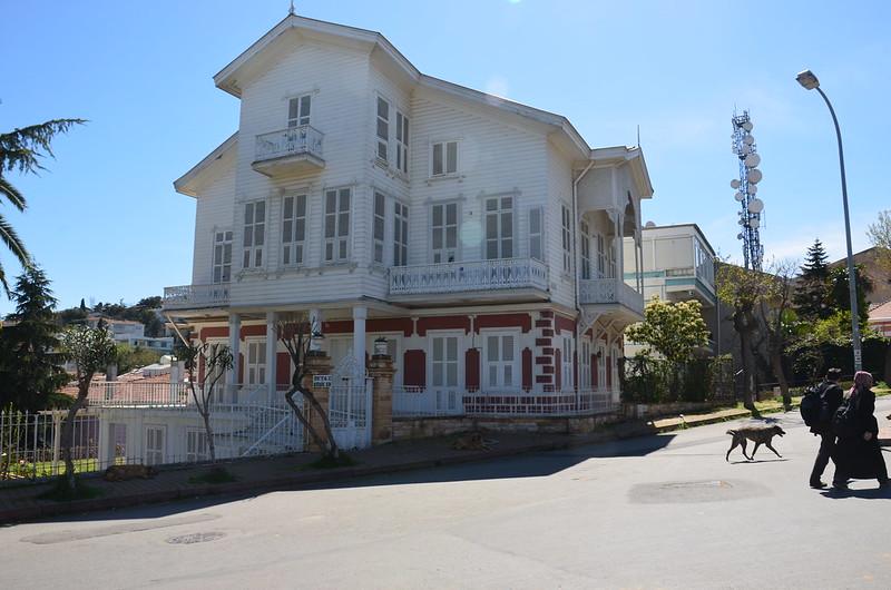 Ein grosses und prächtiges Holzhaus in Büyükada