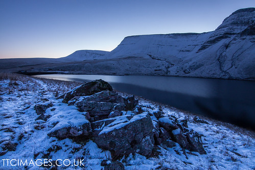 winter lake snow history ice wales dawn rocks wideangle breconbeacons penyfan ladyofthelake llanddeusant llynyfanfach canon40d