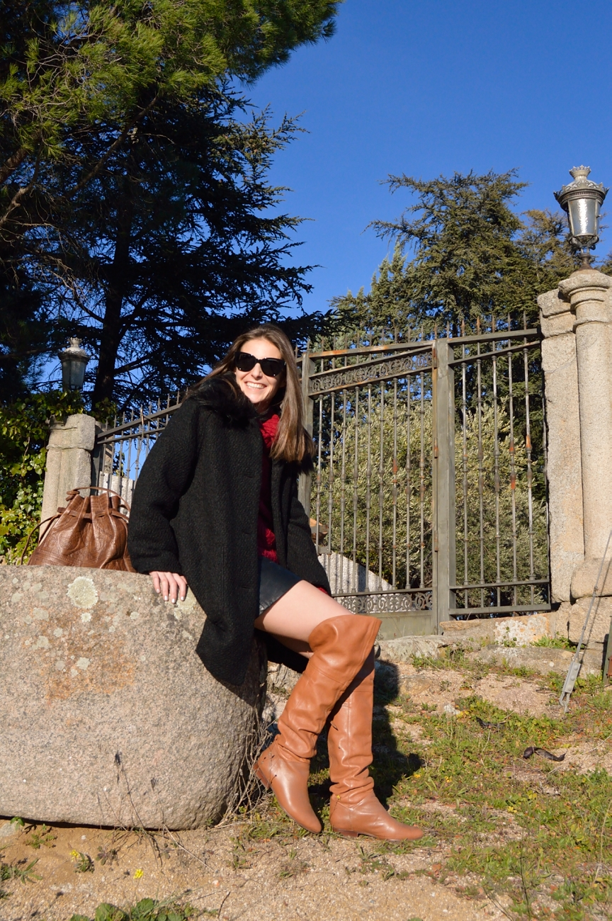 lara-vazquez-madlula-streetstyle-outfit-brown-high-boots