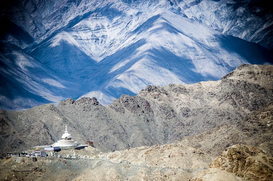 Любимый вид на Шанти Ступу со смотровой площадки. Долина Нубра, Ладакх © Kartzon Dream - авторские путешествия, авторские туры в Индию, тревел фото, тревел видео, фототуры
