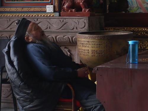 Un moine un peu fatigué