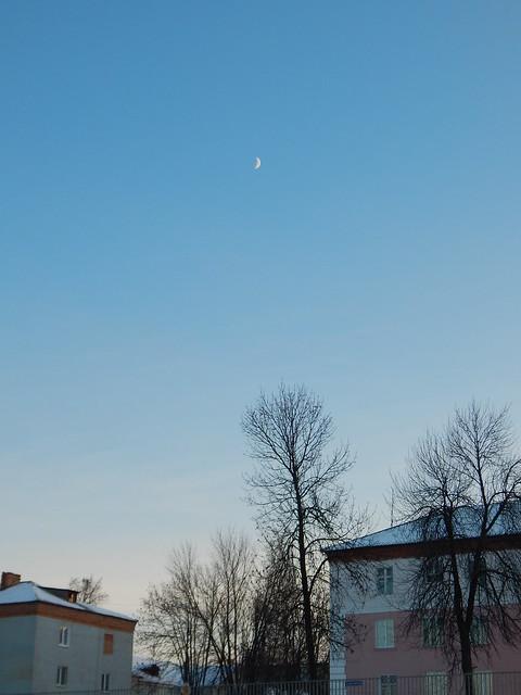 Луна над Магнитом