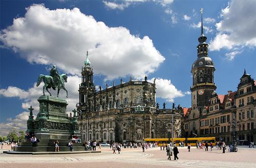 Гофкірхе і сторожова вежа палацу-резиденції.  Альтштадт (Старе місто)
