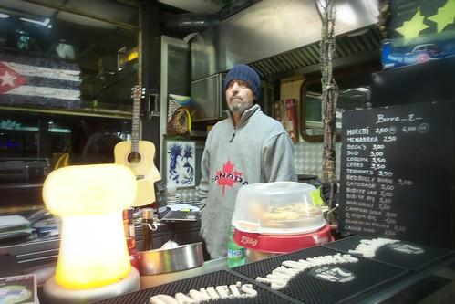 L'artista barista di piazza Napoli a Milano
