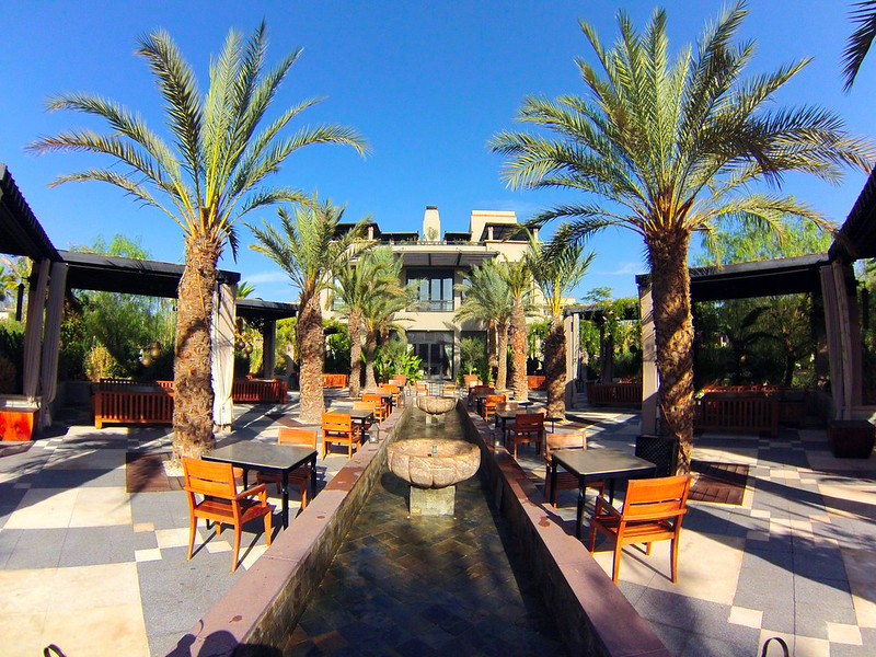 Piscinas del Four Seasons Marrakech Four Seasons Marrakech, oasis en la ciudad roja - 15720580230 a590fc20a6 c - Four Seasons Marrakech, oasis en la ciudad roja