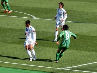 88分、阿部選手が相手右サイドを崩しセンタリングを入れると、中で待っていた小池純輝選手が合わせてゴール。