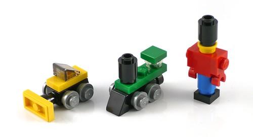 LEGO 40106 Toy Workshop 10