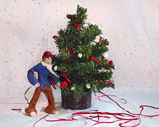 Jock runs into trouble decorating his Christmas tree