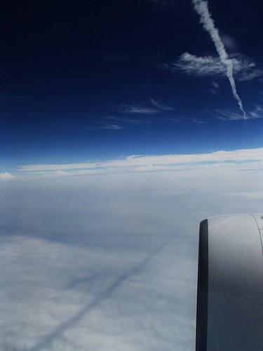 白和黒的飛機雲 - naniyuutorimannen - 您说什么!