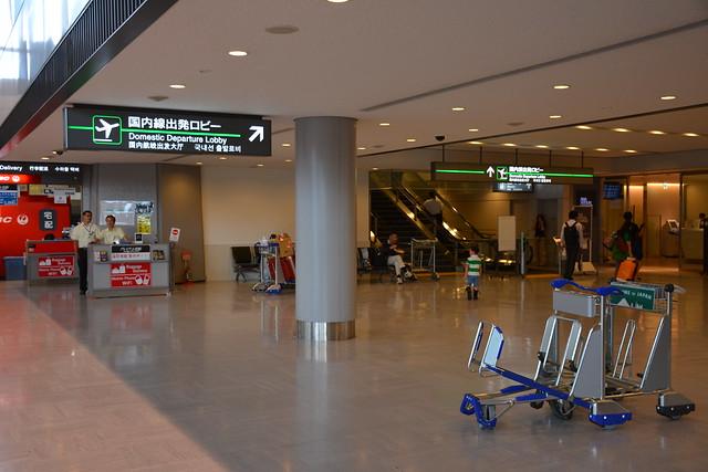 成田空港国内線出発ロビー