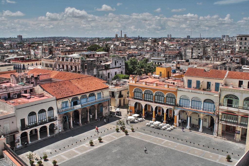 Vista de la Plaza de Armas en La Habana